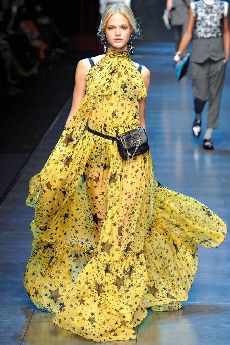 Sarı yazlık elbise için aksesuarlar