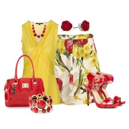 Red accessories to the yellow dress