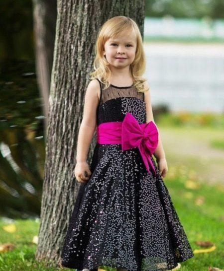 Vestido de formatura no jardim de infância preto