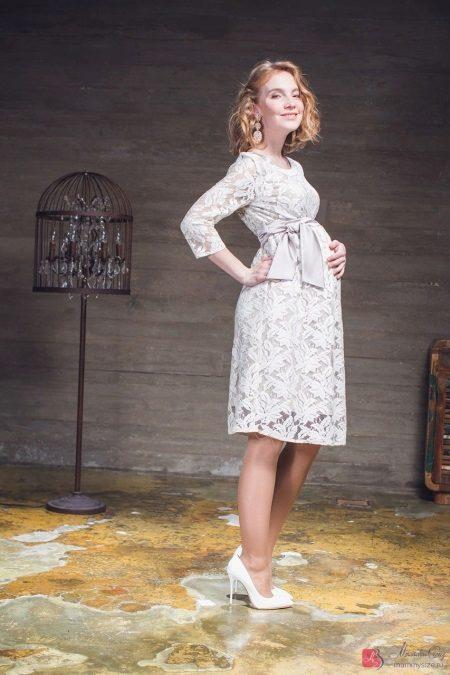Сватбена рокля за бременни жени от дантела