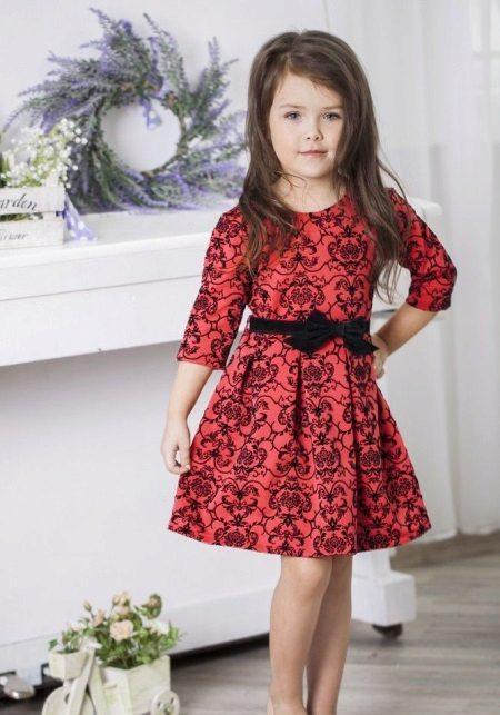Vestido curto vermelho de ano novo para a menina