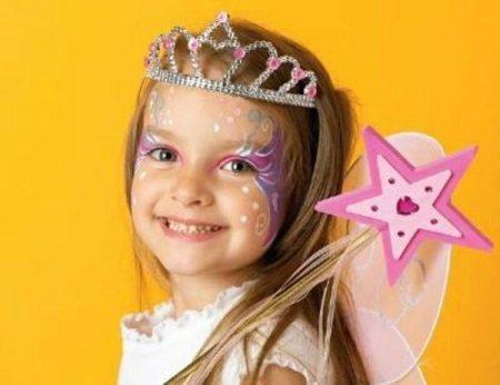 Maquiagem para um vestido de ano novo para uma menina